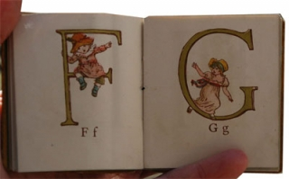 : GREENAWAY, Kate, Kate Greenaway's Alphabet, Londres, George Routledge & Sons, 1885